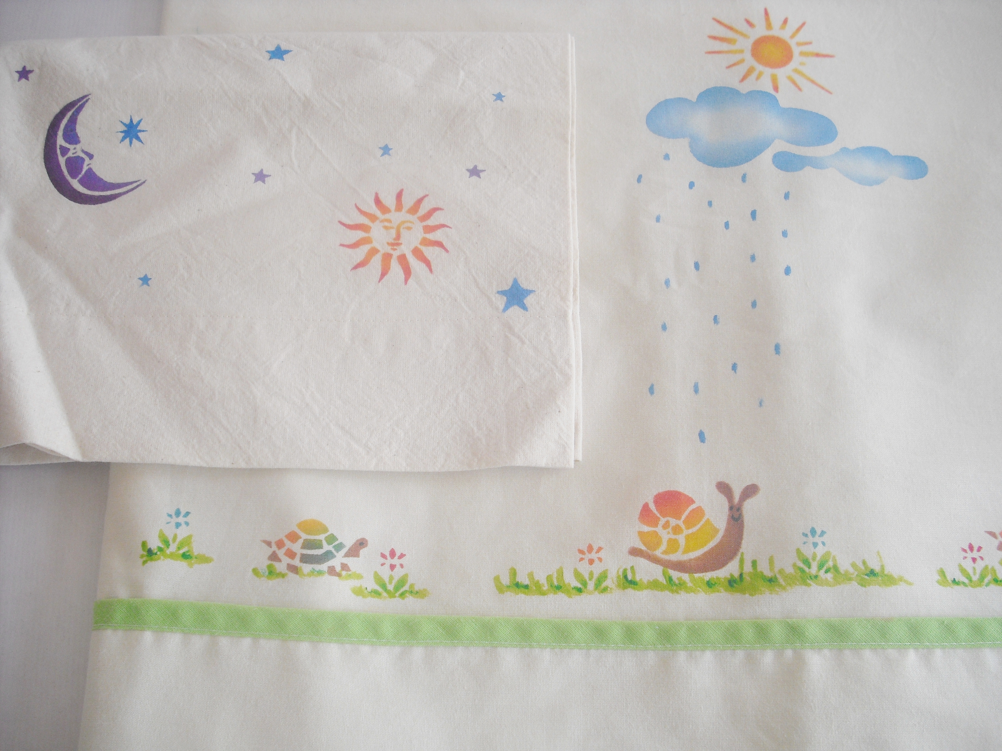 Pintura en tela sabanas de bebe infantiles on pinterest - Sabanas para ninas ...